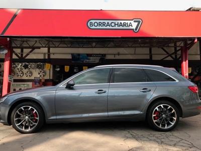 Audi com rodas Cinza Fênix diamantadas foscas.
